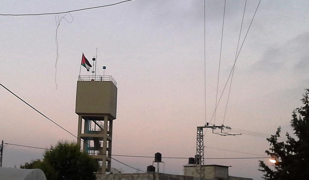 19-6-16 006 . The Palestinian flag on thewater -tower waves proudly_0.jpg